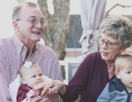 Stolze Großeltern